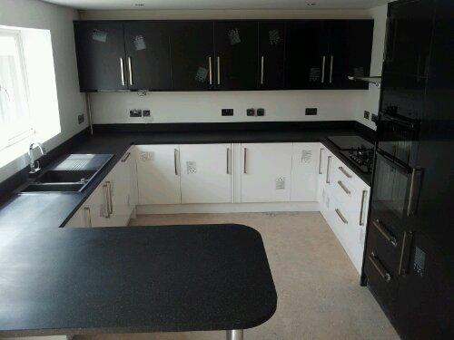 High Gloss Kitchen, Earthstone Worktops.